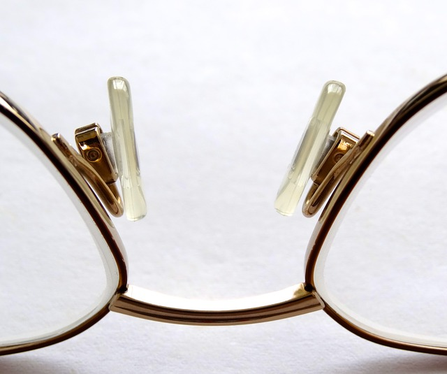 reading-glasses-452543_640